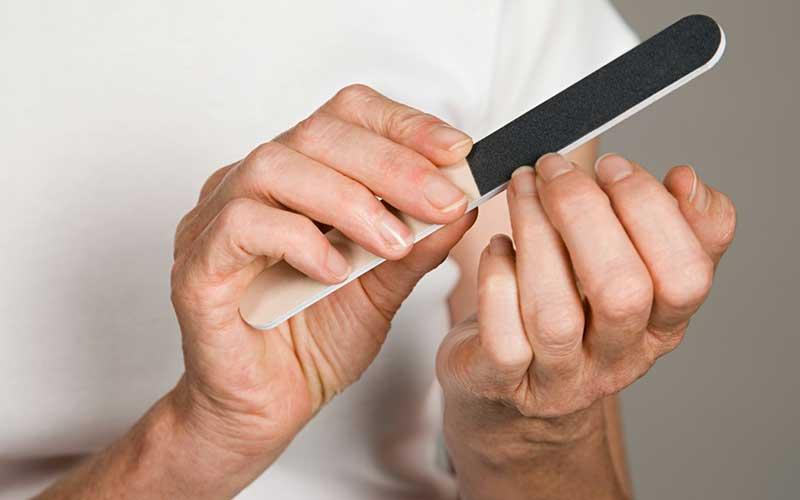 روش سوهان کشیدن ناخن