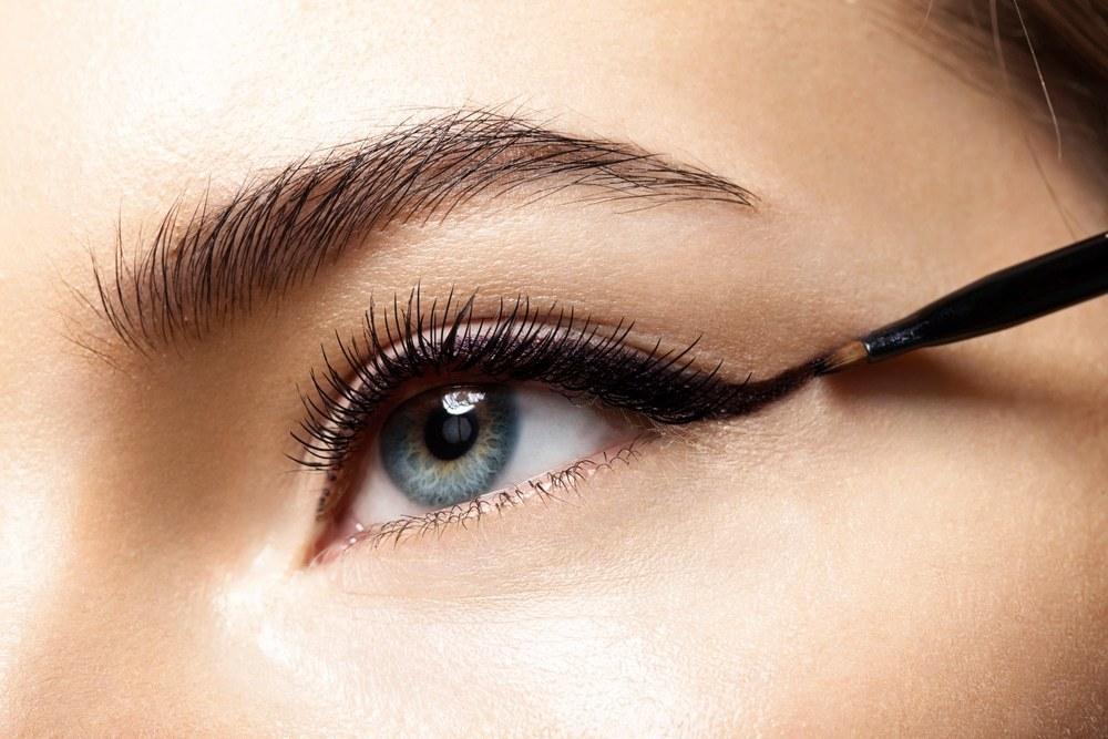 کشیدن خط چشم