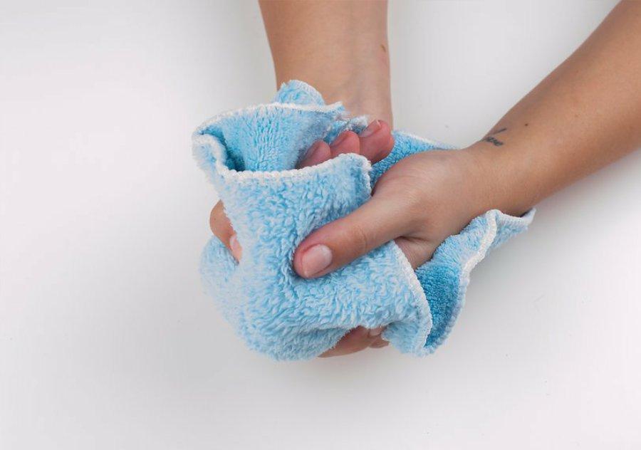 شستن دست ها قبل از لاک زدن