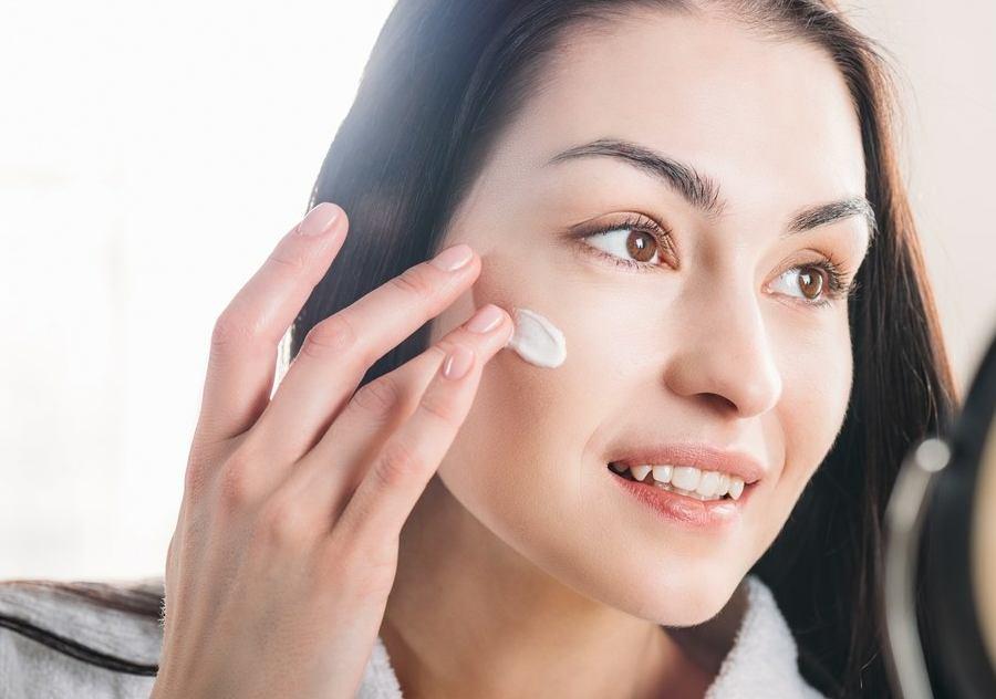 استفاده از کرم ضد آفتاب و مرطوب کننده