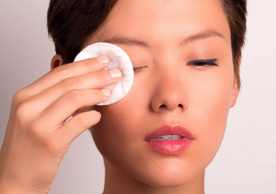 پاک کردن آرایش چشم