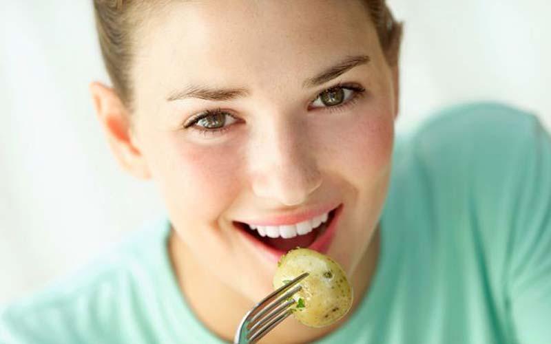 خوردن سیب زمینی برای جلوگیری از ریزش مو