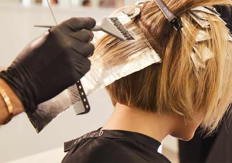 راهنمای رنگ کردن موهای سفید در خانه