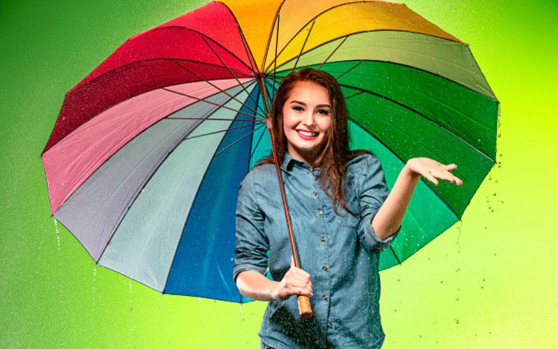 ترفند های ماندگاری آرایش در روزهای بارانی