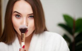 چه مدل آرایشی سن را کمتر نشان می دهد؟