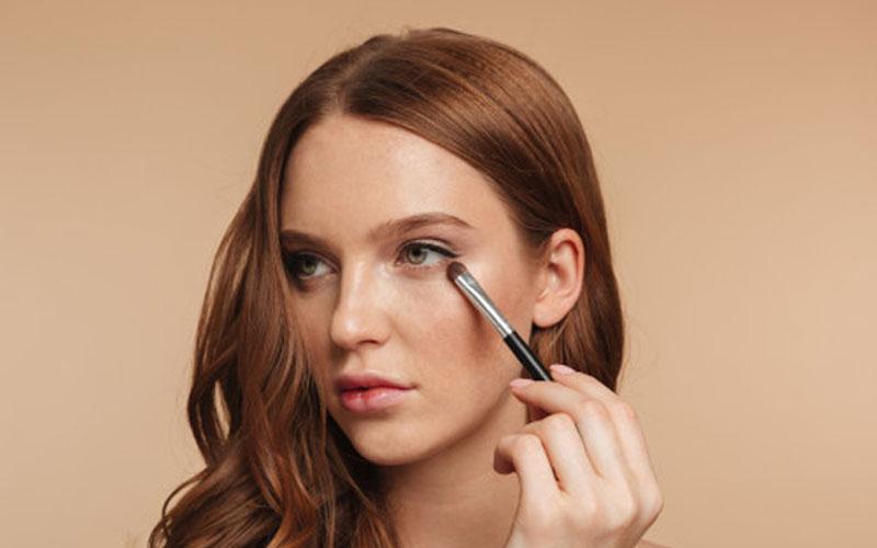 آموزش تصویری آرایش چشم با پلک افتاده