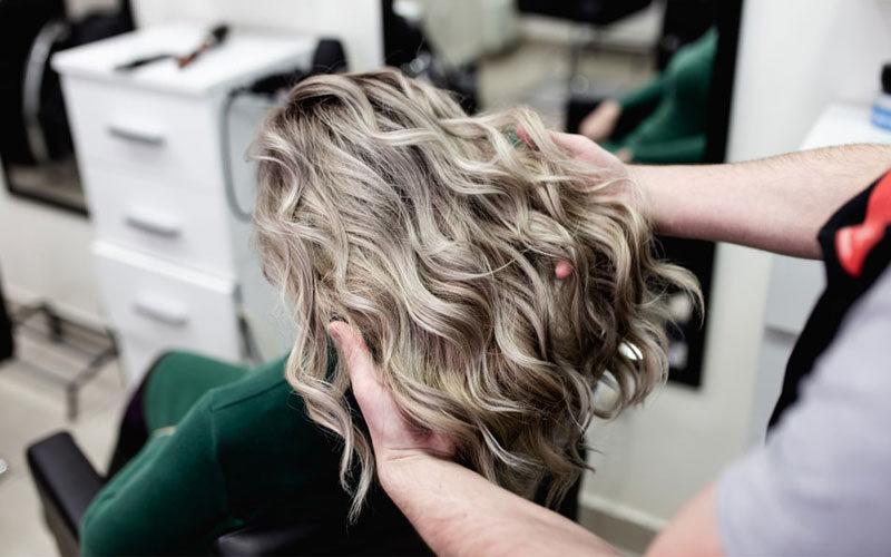 ماندگاری رنگ مو روی دکلره