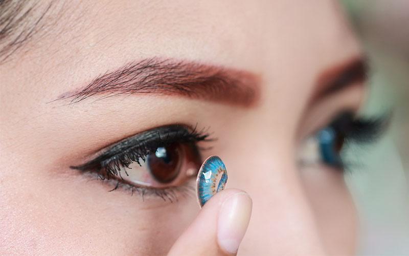 گذاشتن لنز داخل چشم