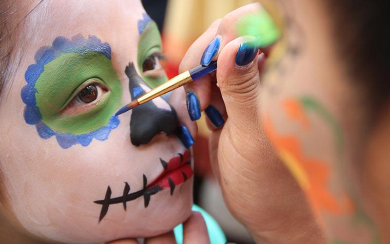 نقاشی روی صورت کودکان ساده