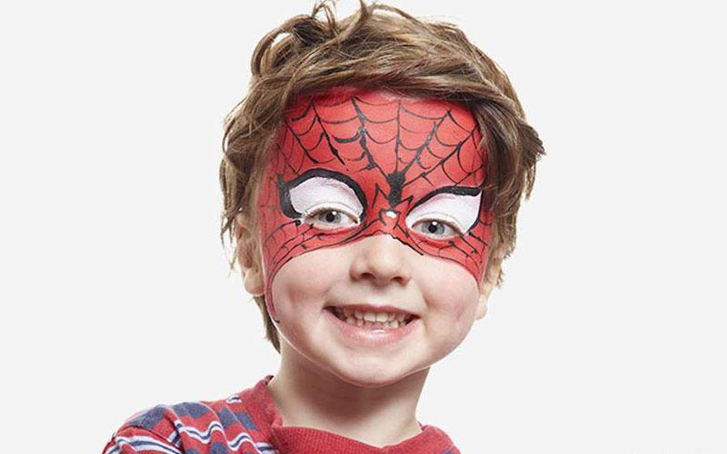 نقاشی روی صورت کودک مرد عنکبوتی