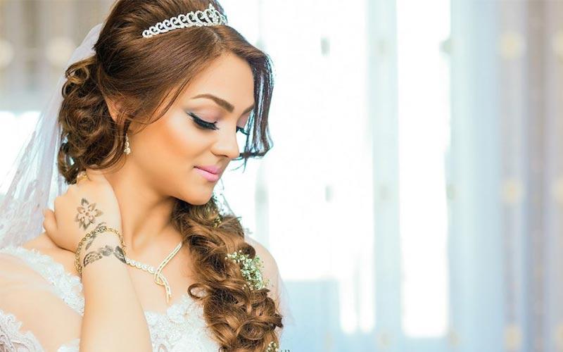 مدل موی عروس با تاج بلند و ملکه ای