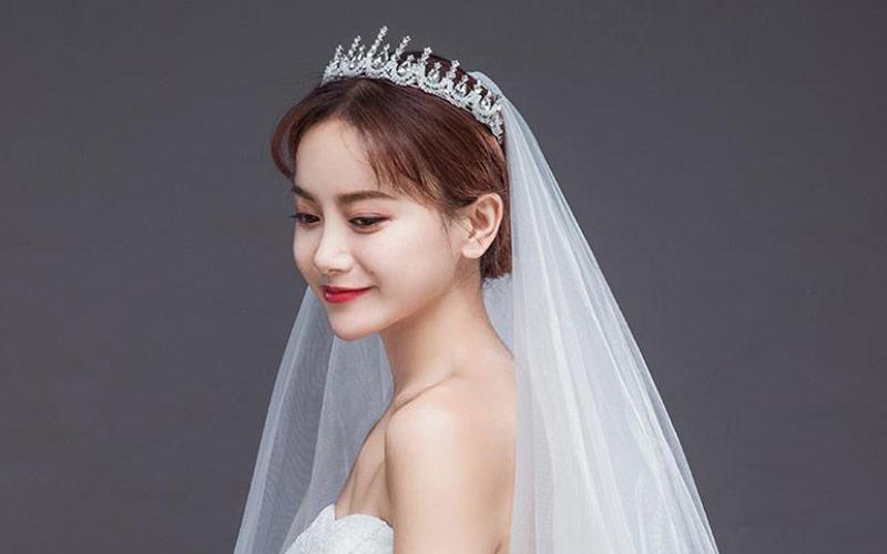 مدل مو عروس با تاج گرد