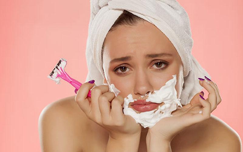 اصلاح صورت با تیغ برای خانم ها