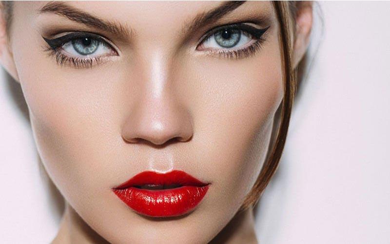 آرایش چشم با رژ قرمز