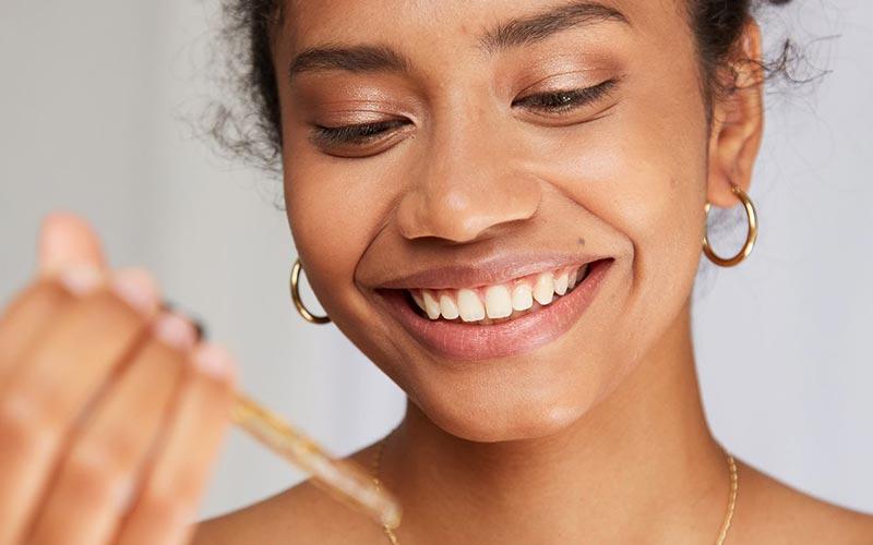 از بین بردن خط لبخند با روش های خانگی