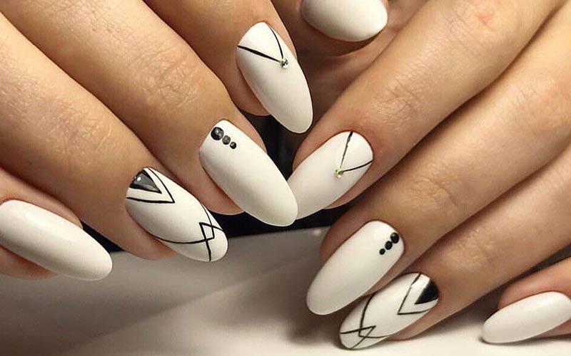 طراحی ناخن سیاه سفید