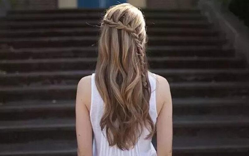 موی باز با بافت ساده