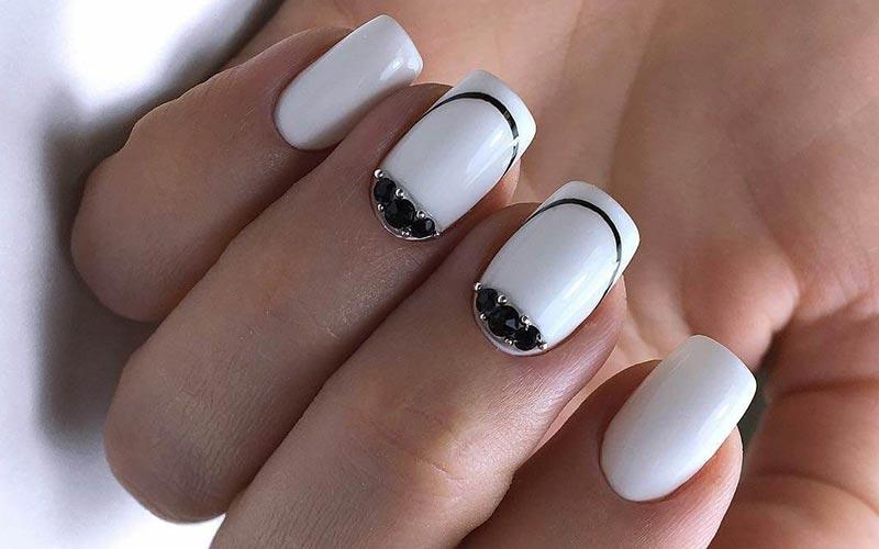 طرح ناخن سیاه و سفید ساده