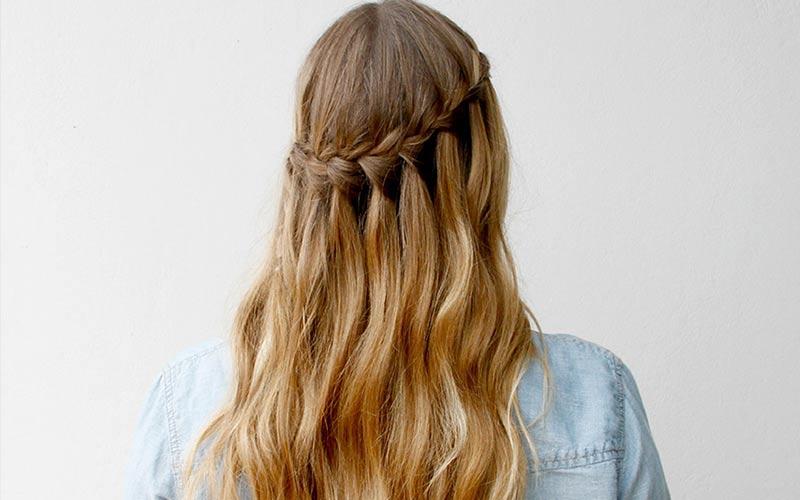 مدل موی باز همراه با بافت آبشاری
