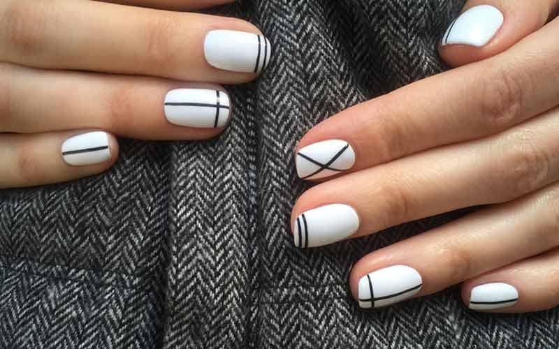 طراحی ساده ناخن سفید