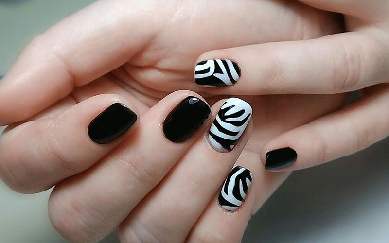 طرح ناخن سفید و سیاه