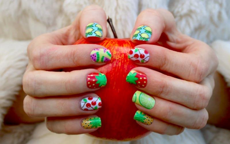 طراحی میوه روی ناخن