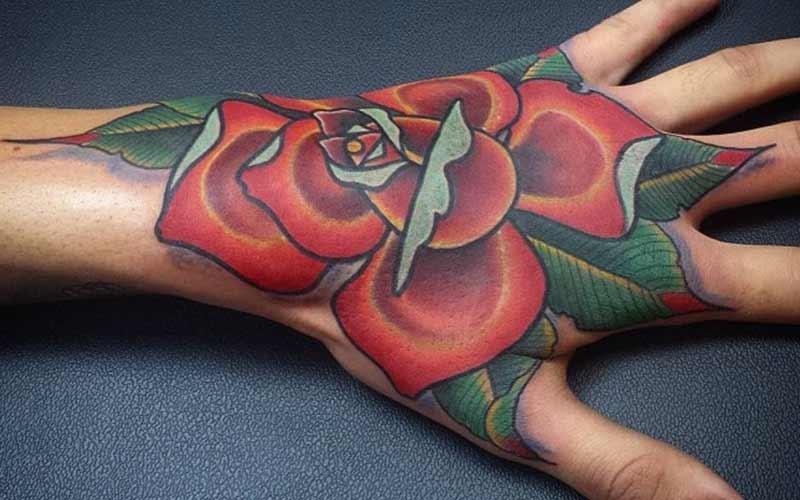 تاتو گل رز خیلی بزرگ روی دست