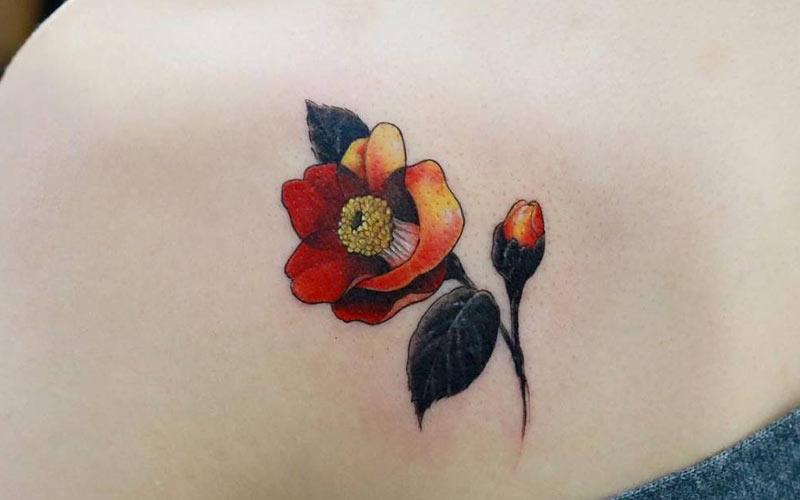 تاتو شاخه گل شیپوری