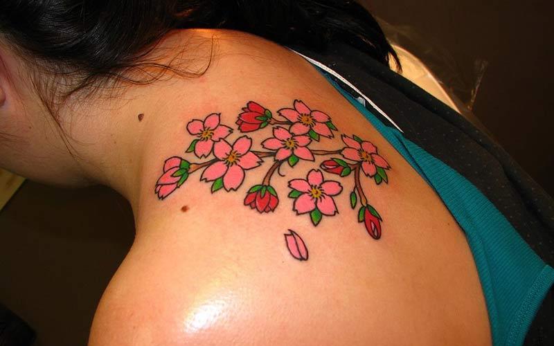 تاتو طرح شکوفه های گیلاس