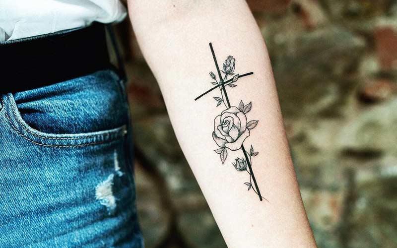 طرح تاتو صلیب و گل