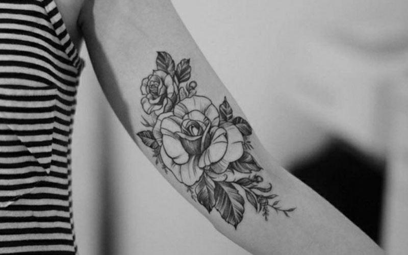 تاتو گل رز روی دست