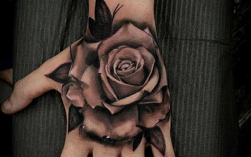 تاتو گل رز مشکی پشت دست