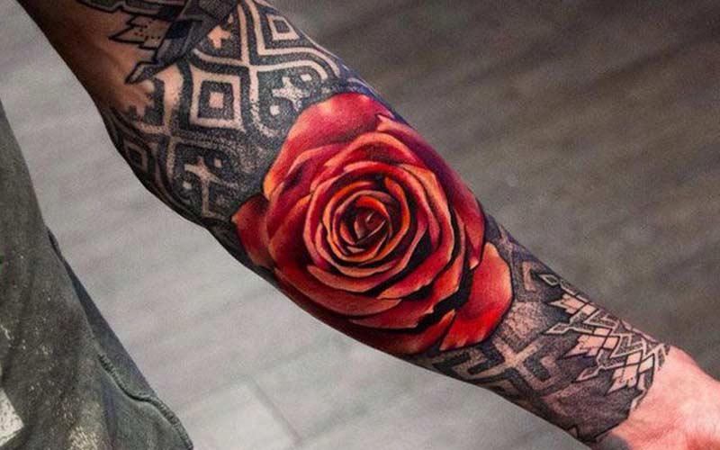 تاتو گل رز مردانه