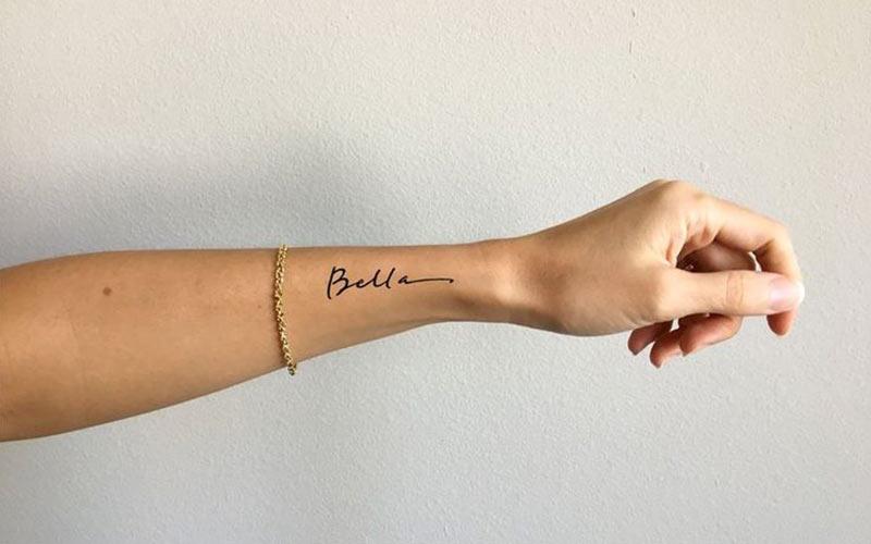 تاتو نوشته اسم روی دست