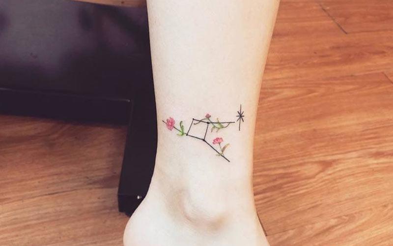 تاتو گل روی مچ پا