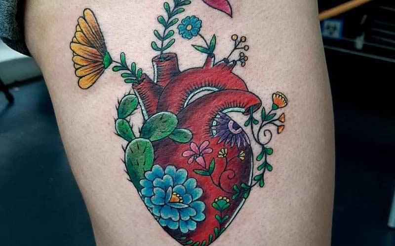 خالکوبی قلب و گل