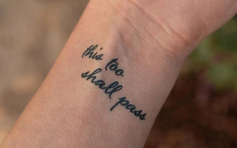 تتو نوشته روی مچ دست