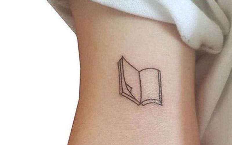 تاتو مینیمال طرح کتاب