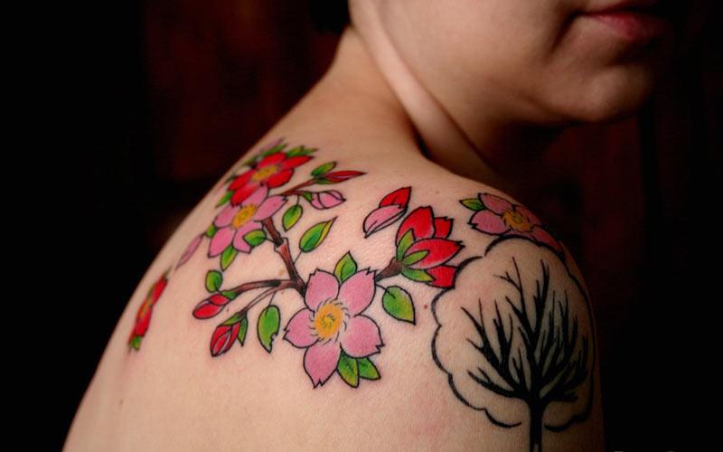 خالکوبی طرح شکوفه های درخت گیلاس