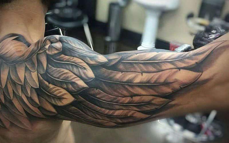 خالکوبی روی بازو طرح پر