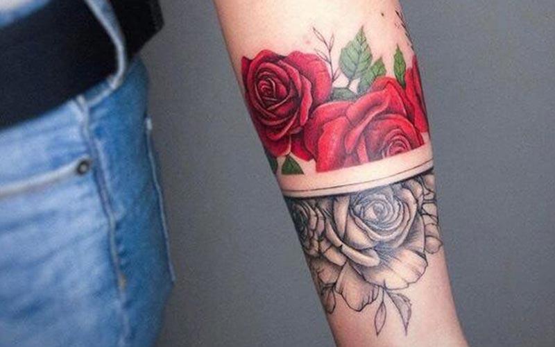 تاتو گل رز روی ساق دست