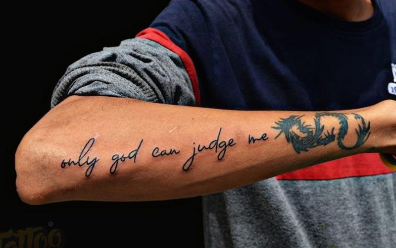 تتو نوشته مردانه روی دست