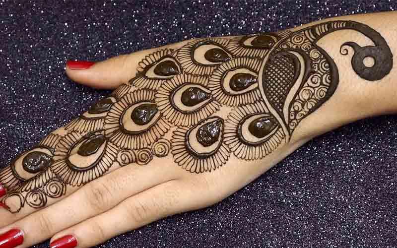 طراحی فانتزی حنا روی دست