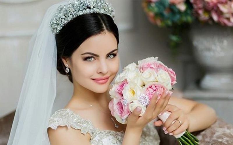 مدل شینیون عروس با تاج