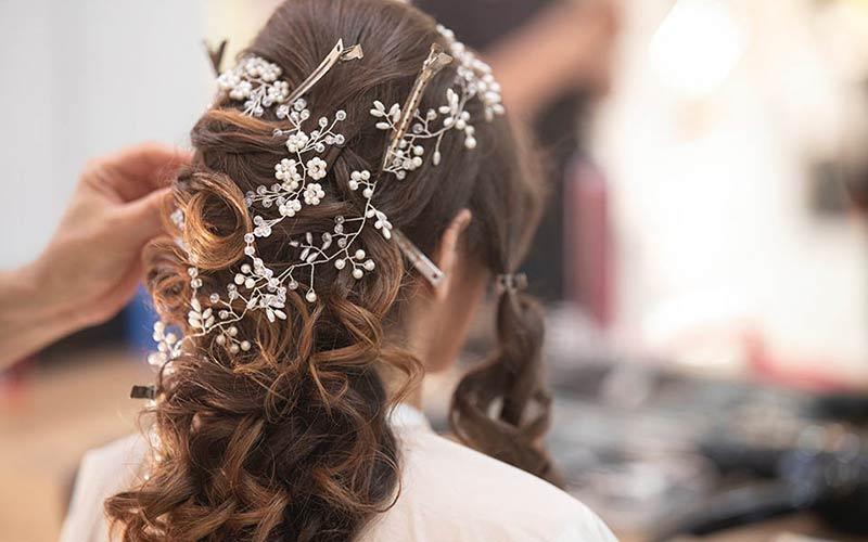 شینیون عروس با موهای فر