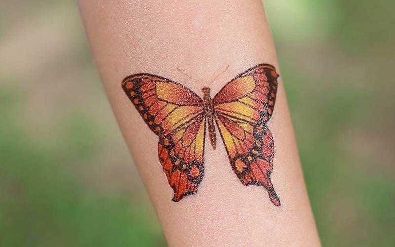 طرح تاتو پروانه روی دست