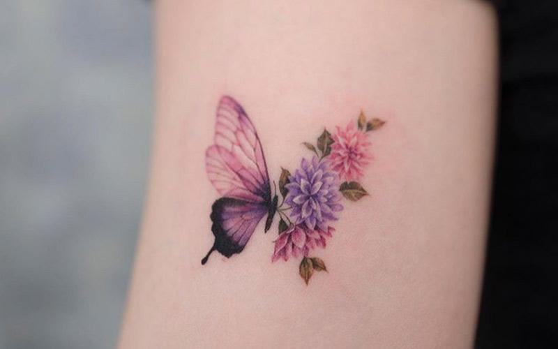 خالکوبی پروانه و گل
