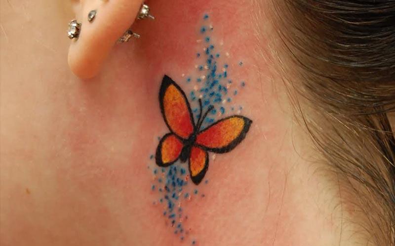 طرح تاتو پروانه پشت گوش