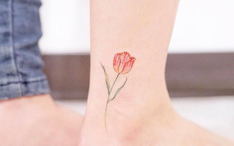 تاتو ظریف زنانه روی پا