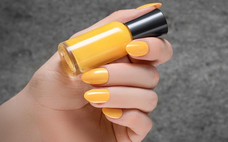 طراحی ناخن ساده زرد